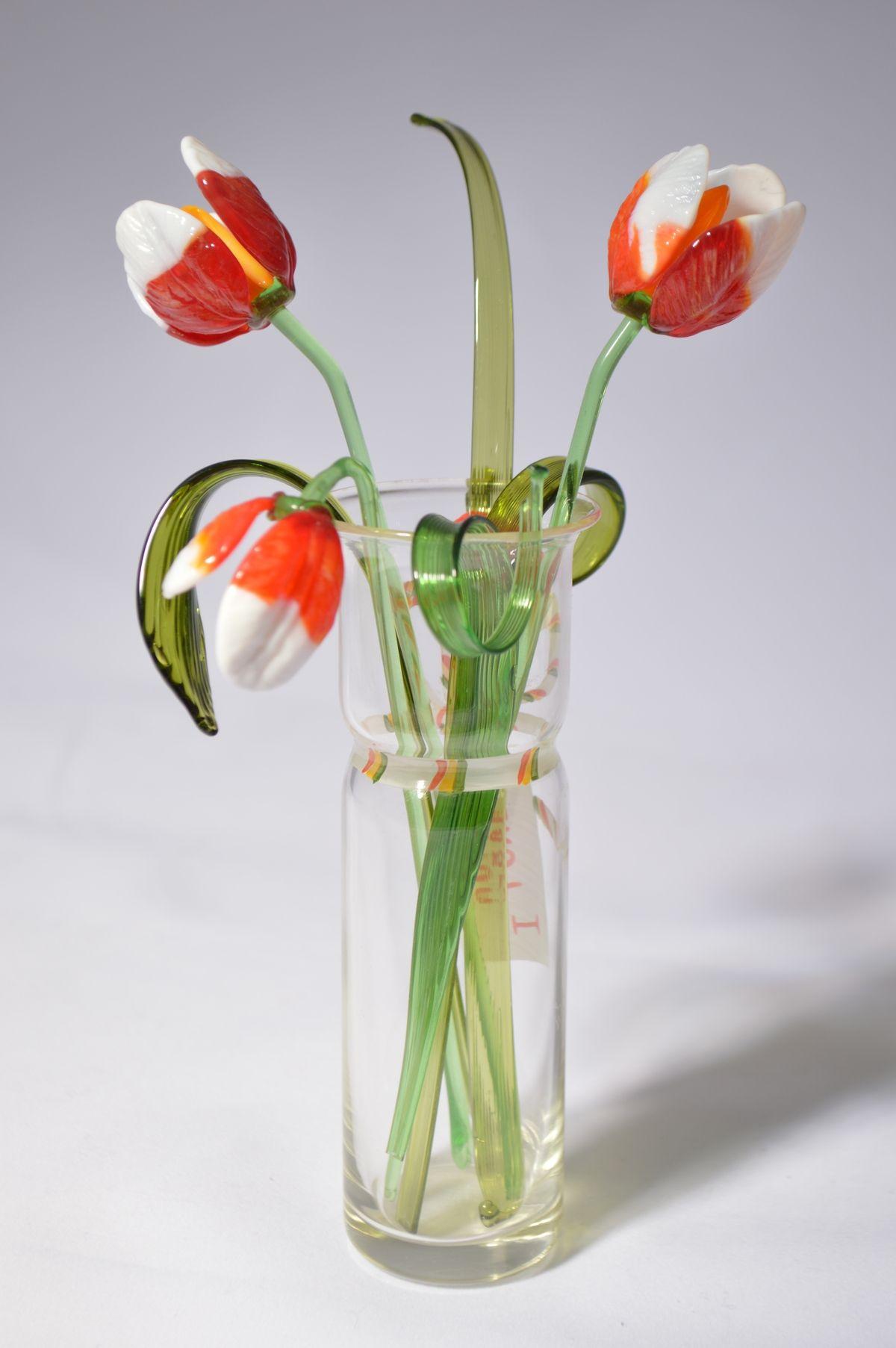 Букет 4 из трех тюльпанов в вазочке, цветное стекло от Ravta