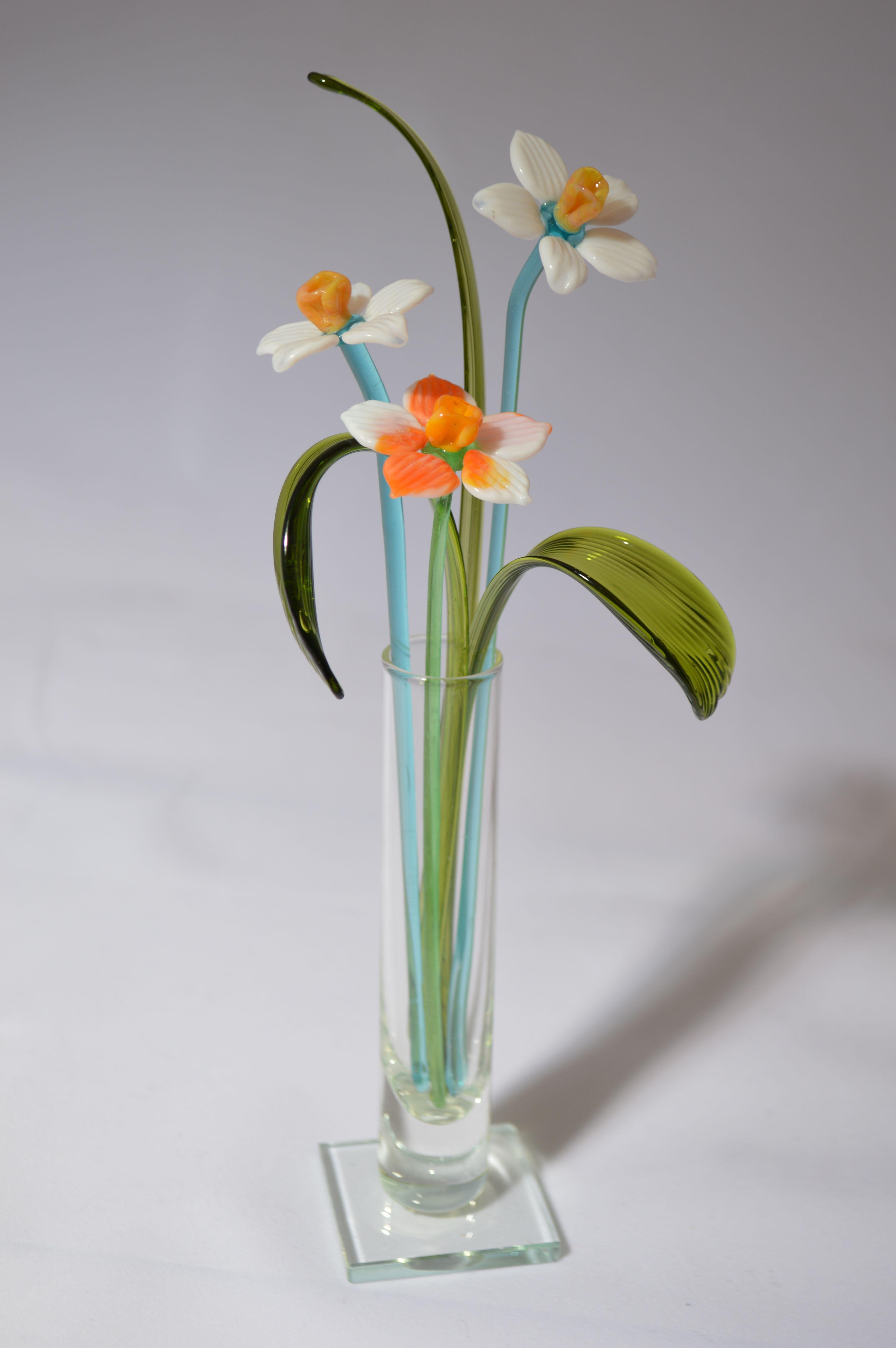 Букет из трех нарциссов в вазочке, цветное стекло от Ravta