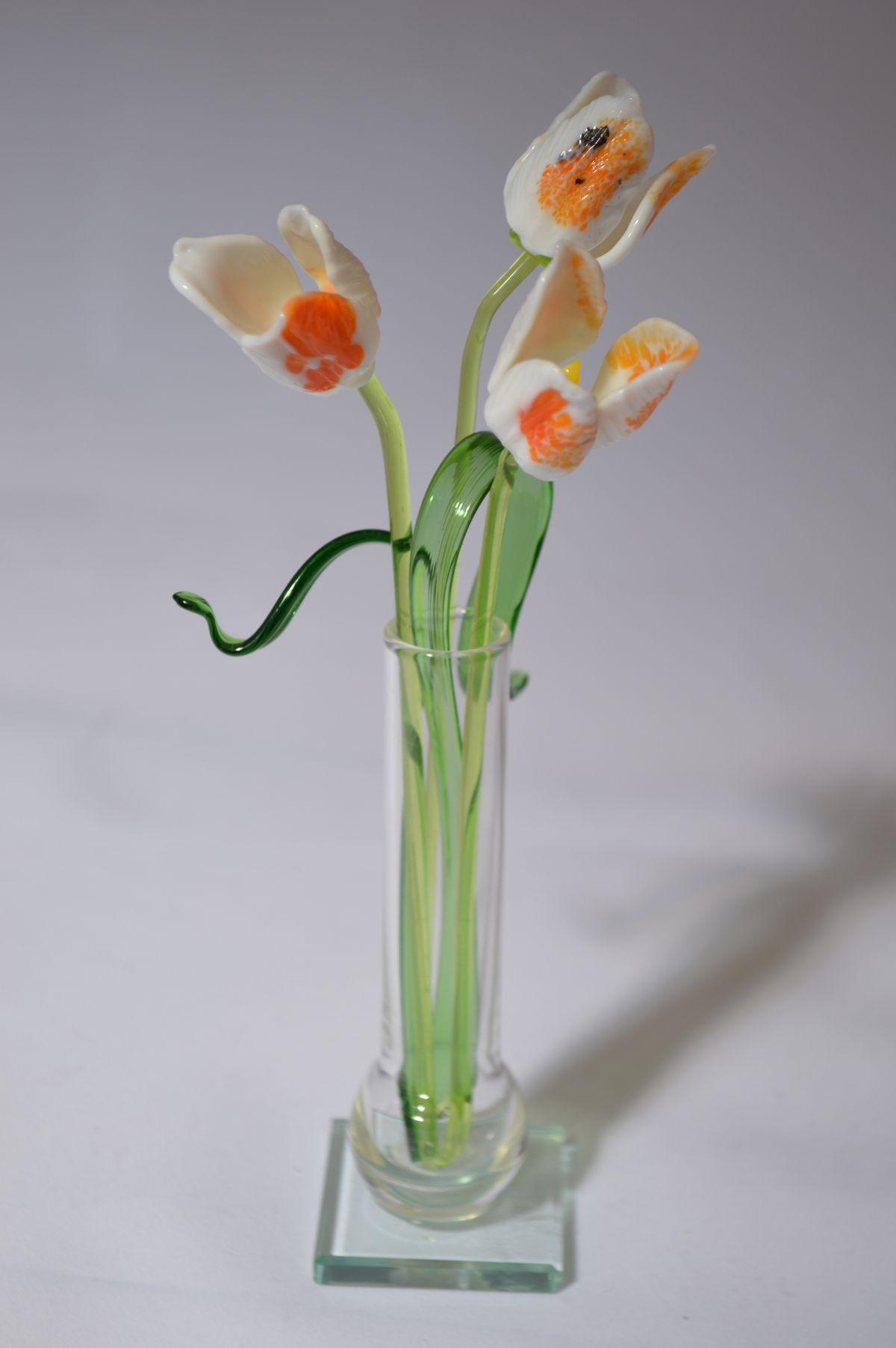 Букет 5 из трех тюльпанов в вазочке, цветное стекло от Ravta