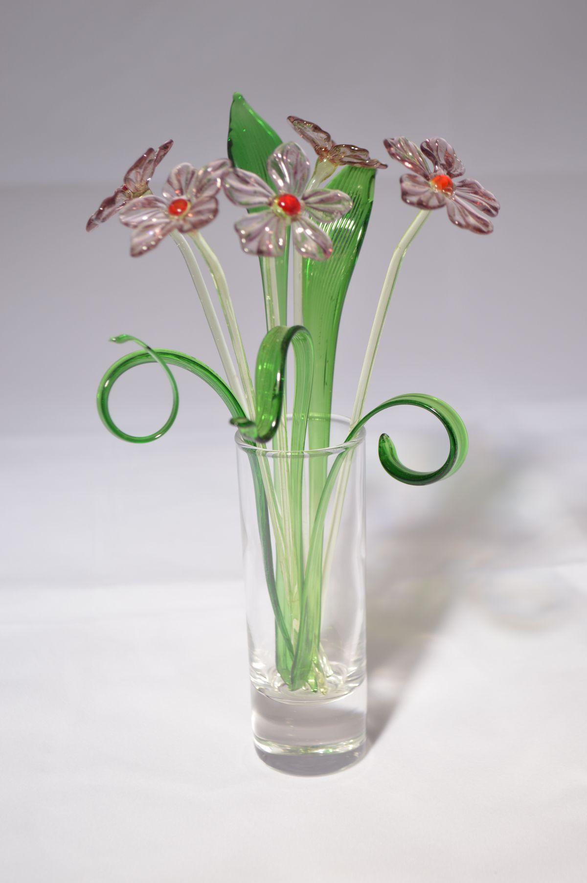 Букет из пяти сиреневых цветков в вазочке, цветное стекло от Ravta