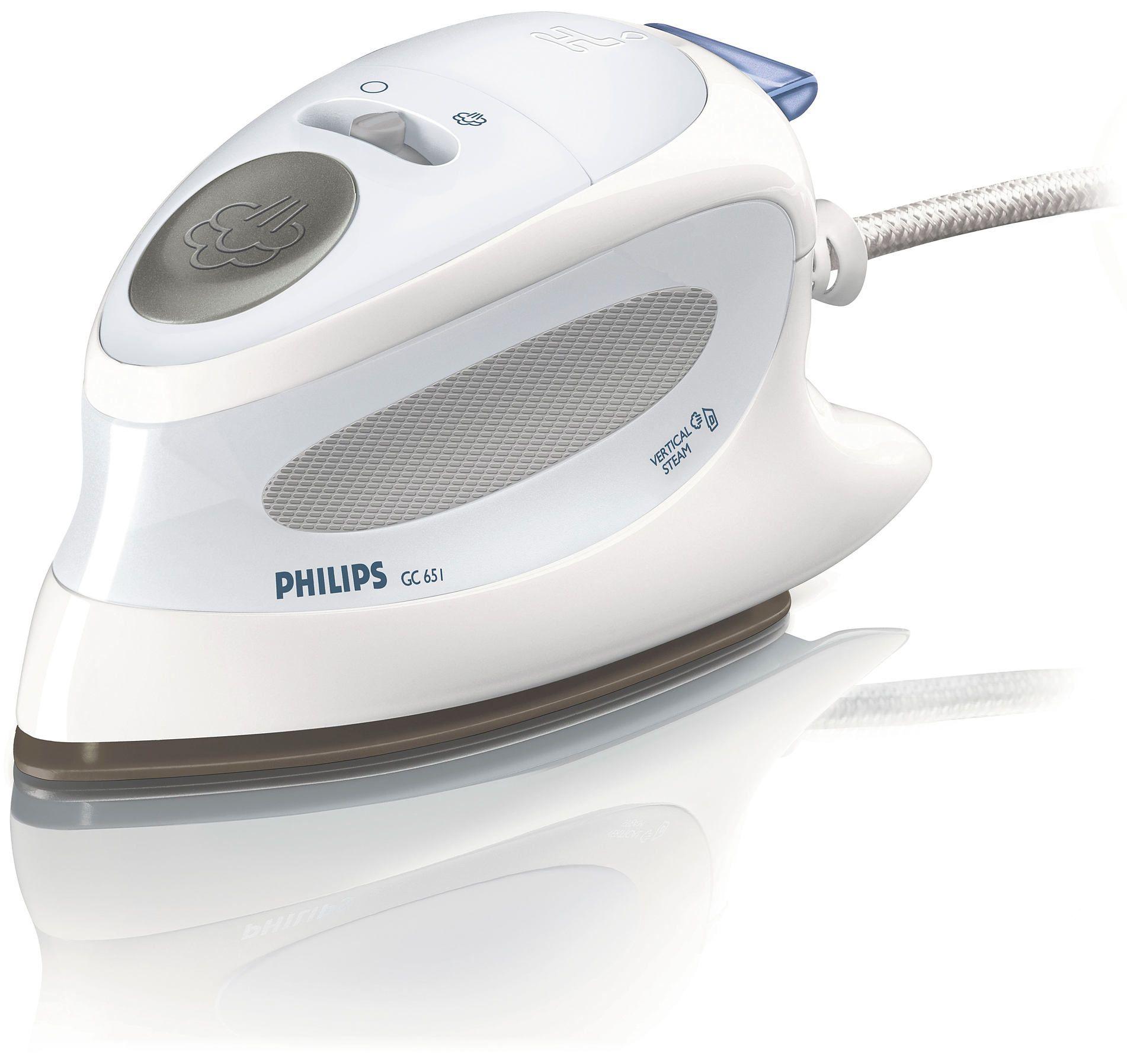 Утюг Philips GC651/02 дорожныйУтюги<br><br><br>Артикул: GC651/02<br>Бренд: Philips<br>Вид: утюг дорожный<br>Высота упаковки (мм): 105<br>Длина упаковки (мм): 235<br>Ширина упаковки (мм): 110<br>Потребляемая мощность (Вт): 800<br>Гарантия производителя: да<br>Материал подошвы: Нержавеющая сталь<br>Возможность сухого глажения: да<br>Система самоочистки: нет<br>Защита от накипи: нет<br>Дорожный: да<br>Противокапельная система: нет<br>Вес упаковки (кг): 0,95<br>Цвет: белый<br>Срок гарантии (мес.): 24<br>Длина шнура (м): 1,9<br>Вертикальное отпаривание: да<br>Автоматическое отключение: нет<br>Паровой удар: да<br>Функция разбрызгивания: нет<br>Индикатор нагрева подошвы: нет<br>Индикатор наличия воды: нет<br>Мерный стакан: нет