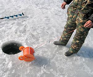 Купить лебёдку для протяжки сети подо льдом