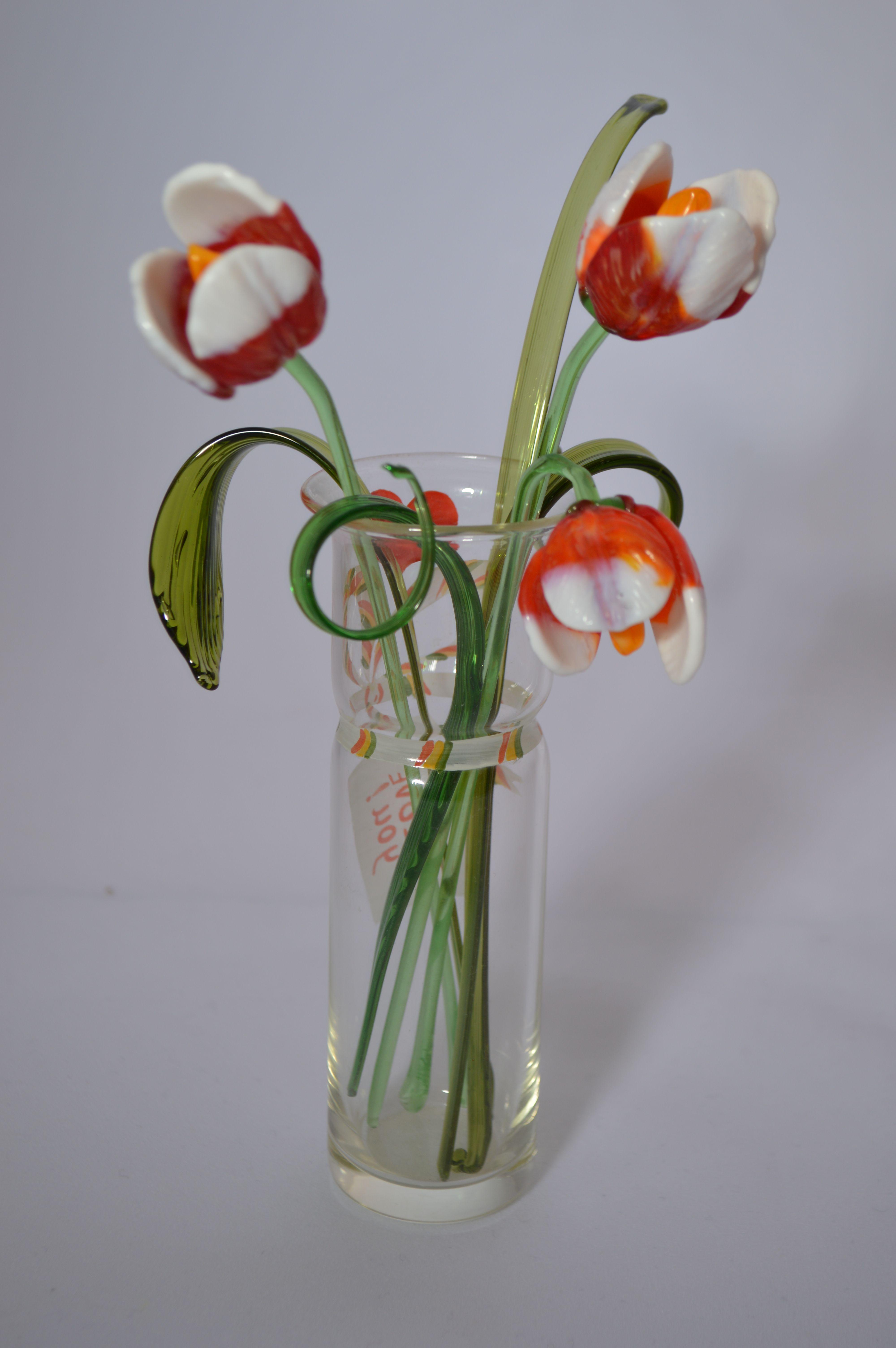 Букет 1 из трех тюльпанов в вазочке, цветное стекло от Ravta
