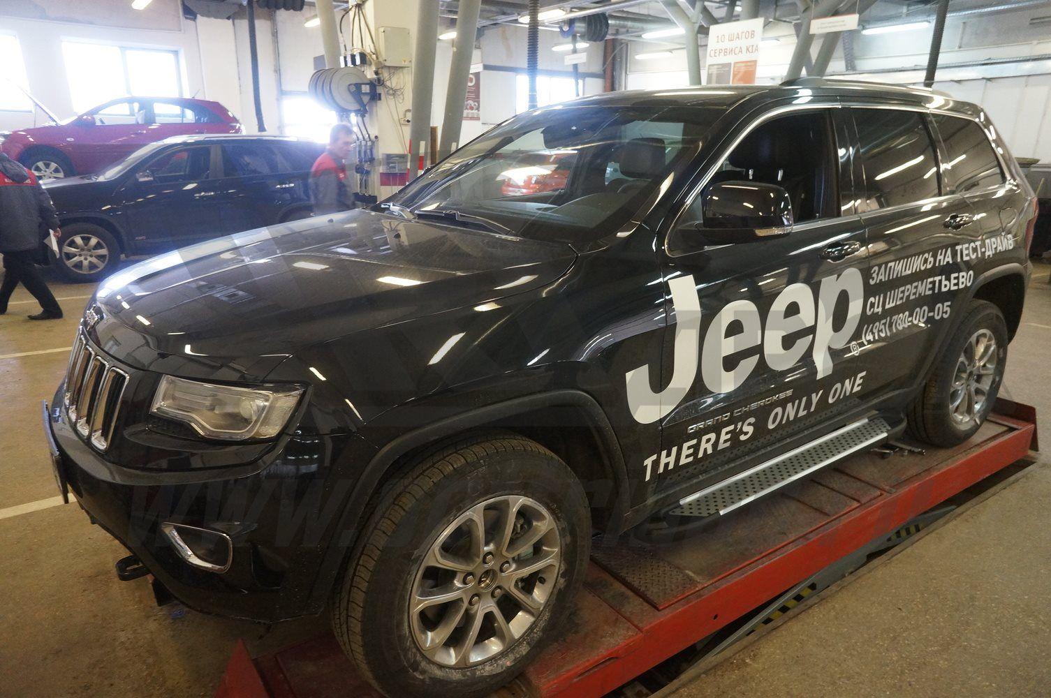 Пороги CAN OTOMOTIV алюминиевые (Sapphire Silver) Jeep Gr. Cherokee (2011-) (кроме SRT) от Ravta